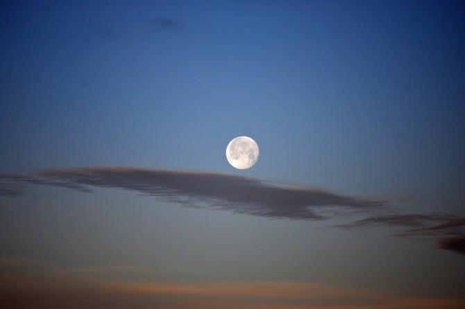 Moonset bright - horiz bulletin 2-22-14